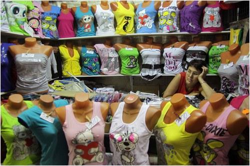 Чтобы гарантировано получать ежемесячную прибыль, нужно сделать магазин детской одежды популярным.
